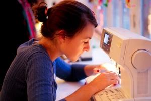 woman-sewing-flickr-laetitia_500x334